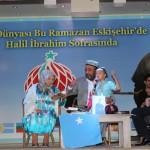 eski-sheherde-sherqiy-turkistan-kuni-150x150 Eskişehirliler İftarda Uygur Türklerine Dua Etti...