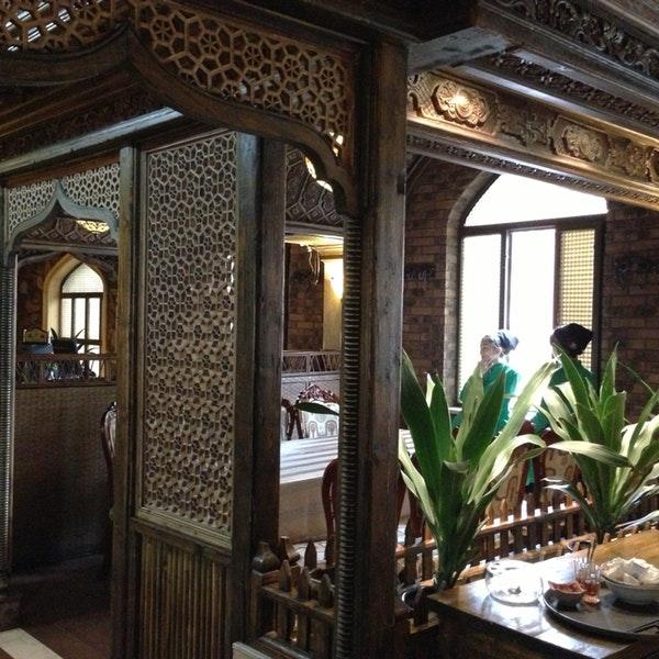 53696550_ZskKOBiJk_2OXGA8YHJeMCf7t3AwkK-WWJo8rBE_fKk Çin baskısı bu sefer Uygur kültürünü tanıtan restoranın şubelerini hedef aldı