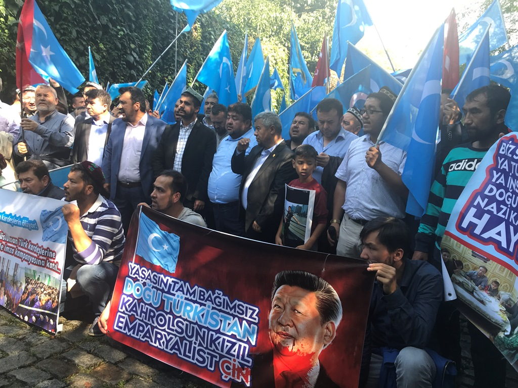 IMG_00799 Çin İşgalinin 69.yıl dönemi dolaysıyla Çin konsolosluğu önünde protesto yapıldı