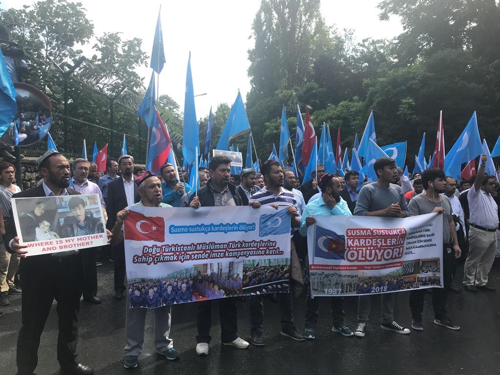 IMG_9922 Çin İşgalinin 69.yıl dönemi dolaysıyla Çin konsolosluğu önünde protesto yapıldı