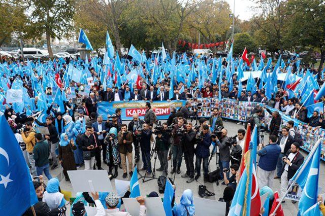 20181106_2_33288726_38785793_web-1-1-640x426 Çin'in Doğu Türkistan'da uyguladığı politikaları yürüyüşle protesto etti