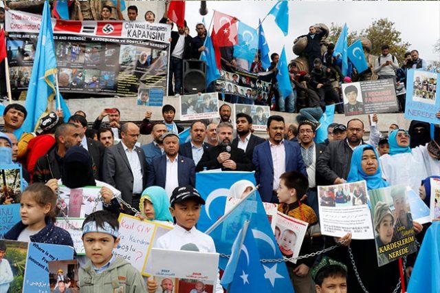 20181106_2_33288726_38785794_web-2-640x426 Çin'in Doğu Türkistan'da Uygur Türkleri'ne uyguladığı baskıya tepki amacıyla protesto ve yürüyüş