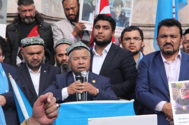 45624452_1933987920002456_2474264795902115840_n-1-640x426 Çin'in Doğu Türkistan'da Uygur Türkleri'ne uyguladığı baskıya tepki amacıyla protesto ve yürüyüş