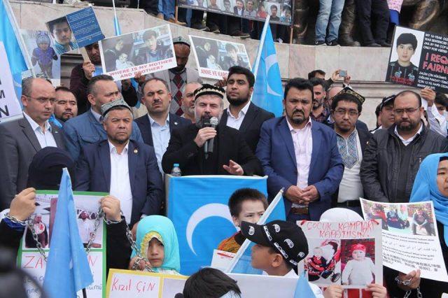 45627618_1933988143335767_2633092720867934208_n-1-640x426 Çin'in Doğu Türkistan'da Uygur Türkleri'ne uyguladığı baskıya tepki amacıyla protesto ve yürüyüş