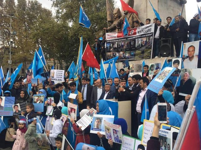 45669376_1933987720002476_2081563605177729024_n-2-640x480 Çin'in Doğu Türkistan'da Uygur Türkleri'ne uyguladığı baskıya tepki amacıyla protesto ve yürüyüş