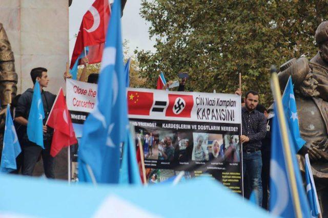 45709291_1933987883335793_1684901634267676672_n-3-640x426 Çin'in Doğu Türkistan'da Uygur Türkleri'ne uyguladığı baskıya tepki amacıyla protesto ve yürüyüş