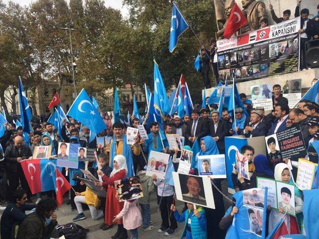 45711208_1933987726669142_3055522137616941056_n-1-640x480 Çin'in Doğu Türkistan'da Uygur Türkleri'ne uyguladığı baskıya tepki amacıyla protesto ve yürüyüş