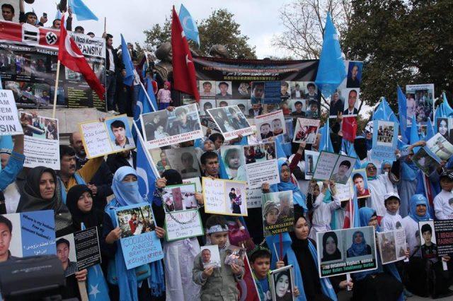 45833224_1933988153335766_8447419343666413568_n-1-640x426 Çin'in Doğu Türkistan'da Uygur Türkleri'ne uyguladığı baskıya tepki amacıyla protesto ve yürüyüş