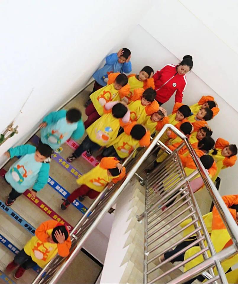 46058292_492307471275183_6567223325951524864_n Çin Uygur çocuklarını ailelerinden koparıp devlet yetimhanelerine yerleştirmeye zorluyor