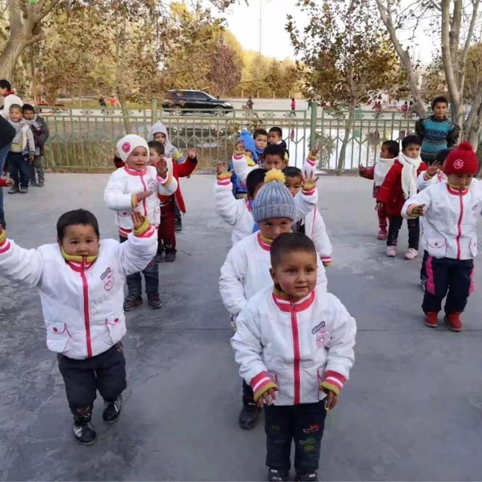 46060036_492308014608462_5138233392415899648_n Çin Uygur çocuklarını ailelerinden koparıp devlet yetimhanelerine yerleştirmeye zorluyor