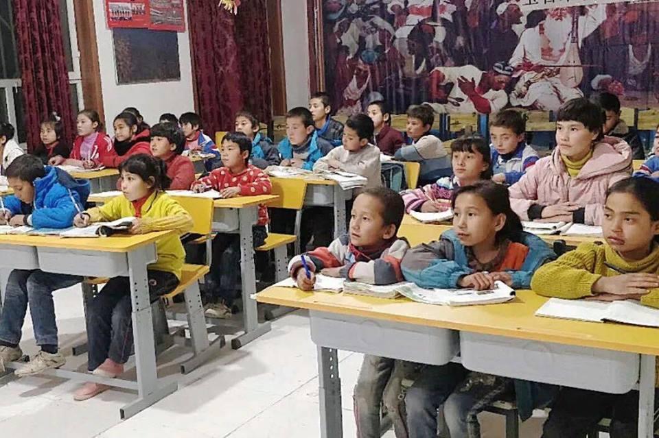 46076623_492308114608452_7279399345386946560_n Çin Uygur çocuklarını ailelerinden koparıp devlet yetimhanelerine yerleştirmeye zorluyor