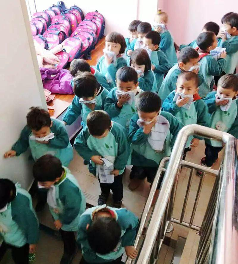 46156105_492307591275171_4329837358087143424_n Çin Uygur çocuklarını ailelerinden koparıp devlet yetimhanelerine yerleştirmeye zorluyor