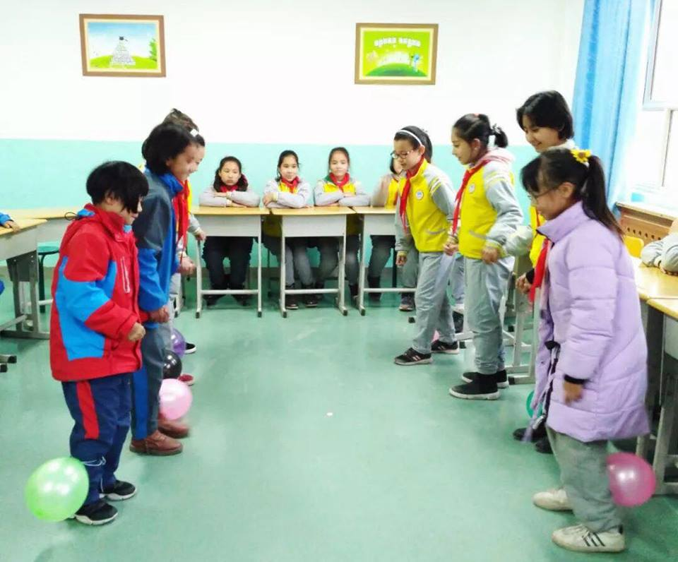 46208359_492307554608508_1361896814885732352_n Çin Uygur çocuklarını ailelerinden koparıp devlet yetimhanelerine yerleştirmeye zorluyor