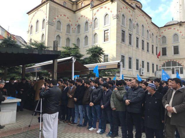 47679690_758142397886732_4791468861197123584_n-640x480 Doğu Türkistanlı alim için gıyabi cenaze namazı