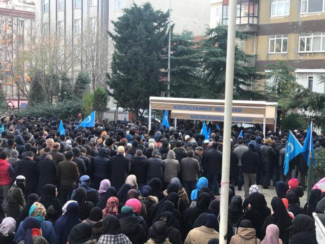 47685639_758142381220067_6124584494641971200_n-640x480 Doğu Türkistanlı alim için gıyabi cenaze namazı