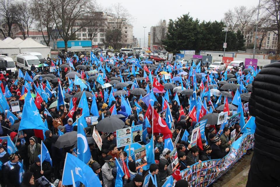 52567661_2127682490600093_4742447195402272768_n Çin'in Doğu Türkistan'daki Zulmü İstanbul'da Protesto Edildi