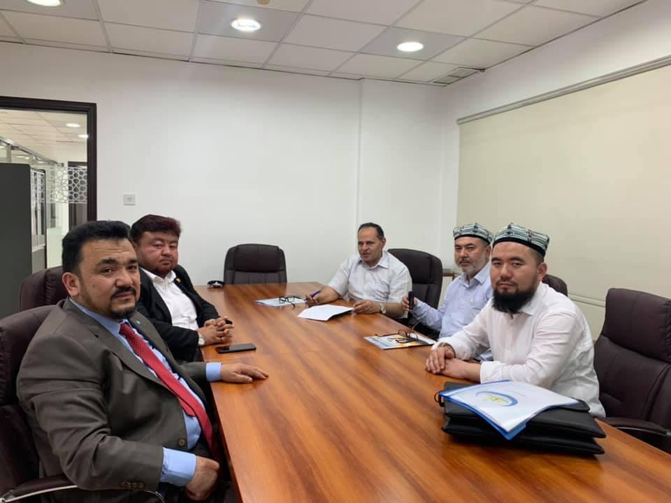 56744671_832702527097385_701008932667129856_n Doğu Türkistan Heyeti Kuveyt'te Al-Mujtama Dergisi yayın merkezi ziyaret etti