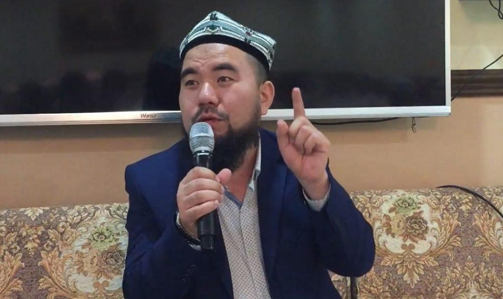 Mahmut-Muhammad-Damolam-kuweyttiki-yighinda-sozde1-1024x609 Kuveyt'te Doğu Türkistan davası anlatıldı