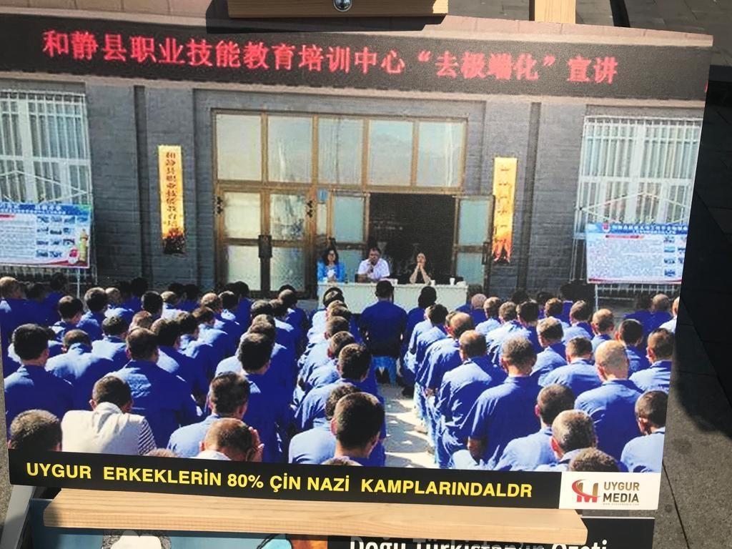 """Uyghur-medeniyet-ve-zulum-korgezmisi-012-1024x768 """"Doğu Türkistan Kültür ve Tanıtım Haftası"""" etkinliği gerçekleşti"""