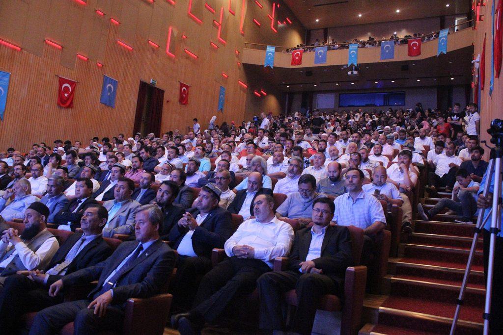qerindashliq-yighinng-echilish-murasimidin-kurunushler-2019-7-15-003-1024x683 Hidayet Oğuzhan'ın 11.Dünya Doğu Türkistan Kardeşlik Buluşması açılış konuşması