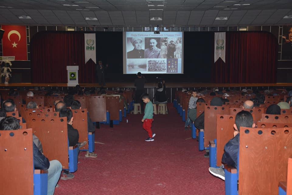 81575129_10220569335402035_957859302796689408_n Ereğlide unutulan vatan Doğu Türkistan konulu konferans düzenlendi