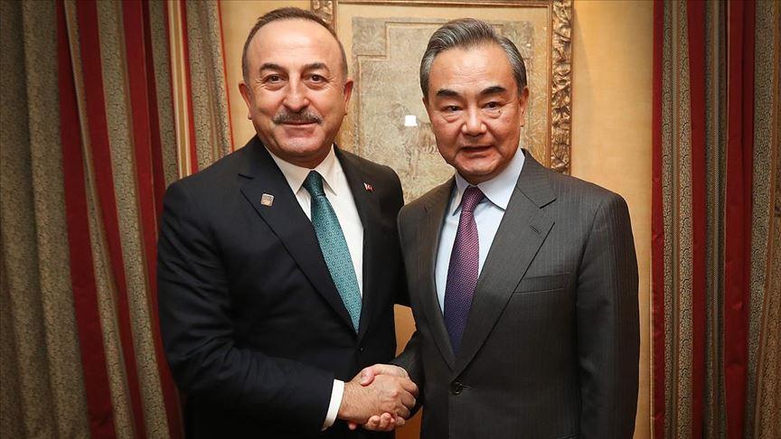 cavusoglu-vangyı Çavuşoğlu Çinli mevkidaşı Vang ile Uygur Türklerinin durumunu görüştü