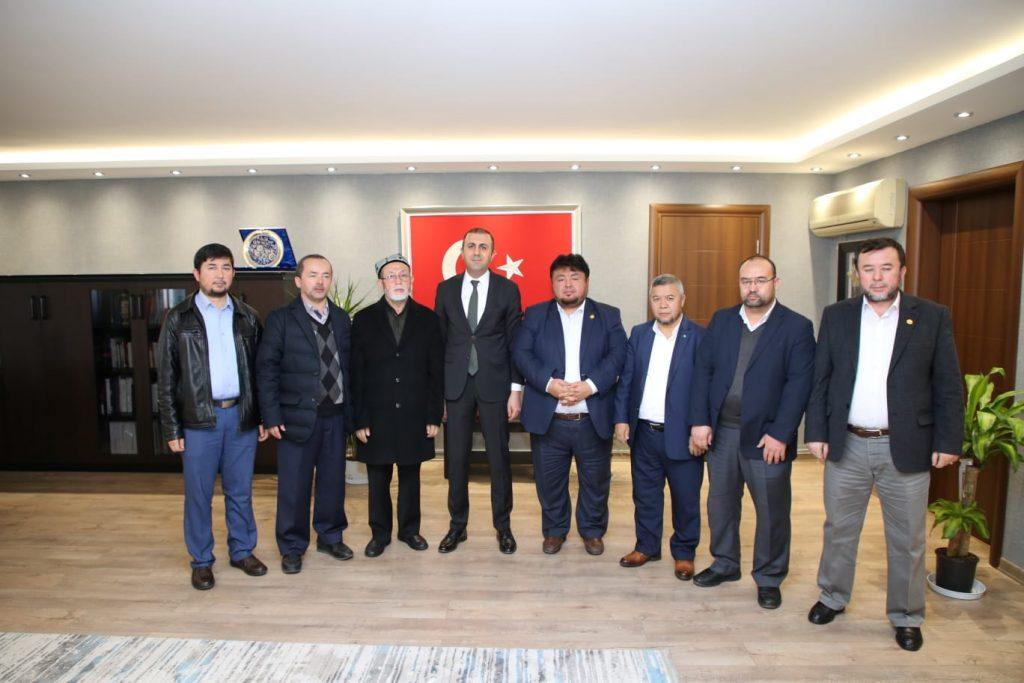 dogu-turkistan-1024x683 D.T.heyeti k.Çekmece Kaymakamımız Sn. Turan BEDİRHANOĞLU'nu makamında ziyaret etti.