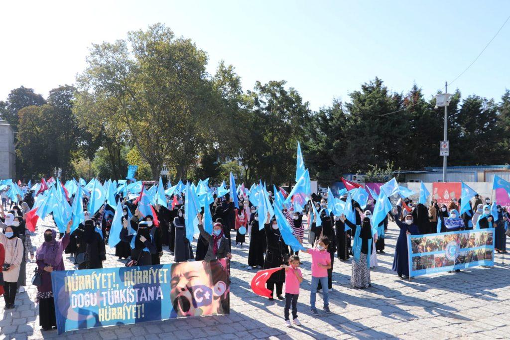 istanbuldiki-Uyghurlar-Hitaygha-karshi-namayish-ve-Ahbarat-elen-qilish-paaliyeti-elip-bardi-00111-1024x683 İstanbul'da Doğu Türkistanlılardan Çin işgaline tepki