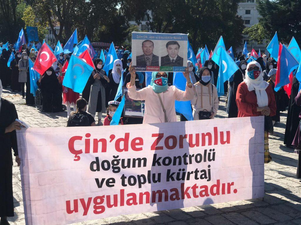 istanbuldiki-Uyghurlar-Hitaygha-karshi-namayish-ve-Ahbarat-elen-qilish-paaliyeti-elip-bardi-010-1024x768 İstanbul'da Doğu Türkistanlılardan Çin işgaline tepki