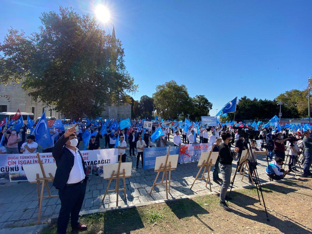 istanbuldiki-Uyghurlar-Hitaygha-karshi-namayish-ve-Ahbarat-elen-qilish-paaliyeti-elip-bardi-011-1024x768 İstanbul'da Doğu Türkistanlılardan Çin işgaline tepki