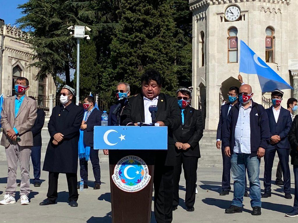 istanbuldiki-Uyghurlar-Hitaygha-karshi-namayish-ve-Ahbarat-elen-qilish-paaliyeti-elip-bardi-014-1024x768 İstanbul'da Doğu Türkistanlılardan Çin işgaline tepki