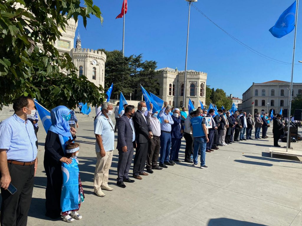 istanbuldiki-Uyghurlar-Hitaygha-karshi-namayish-ve-Ahbarat-elen-qilish-paaliyeti-elip-bardi-015-1024x768 İstanbul'da Doğu Türkistanlılardan Çin işgaline tepki