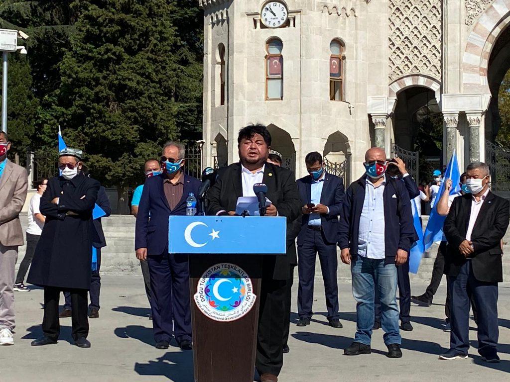 istanbuldiki-Uyghurlar-Hitaygha-karshi-namayish-ve-Ahbarat-elen-qilish-paaliyeti-elip-bardi-016-1024x768 İstanbul'da Doğu Türkistanlılardan Çin işgaline tepki