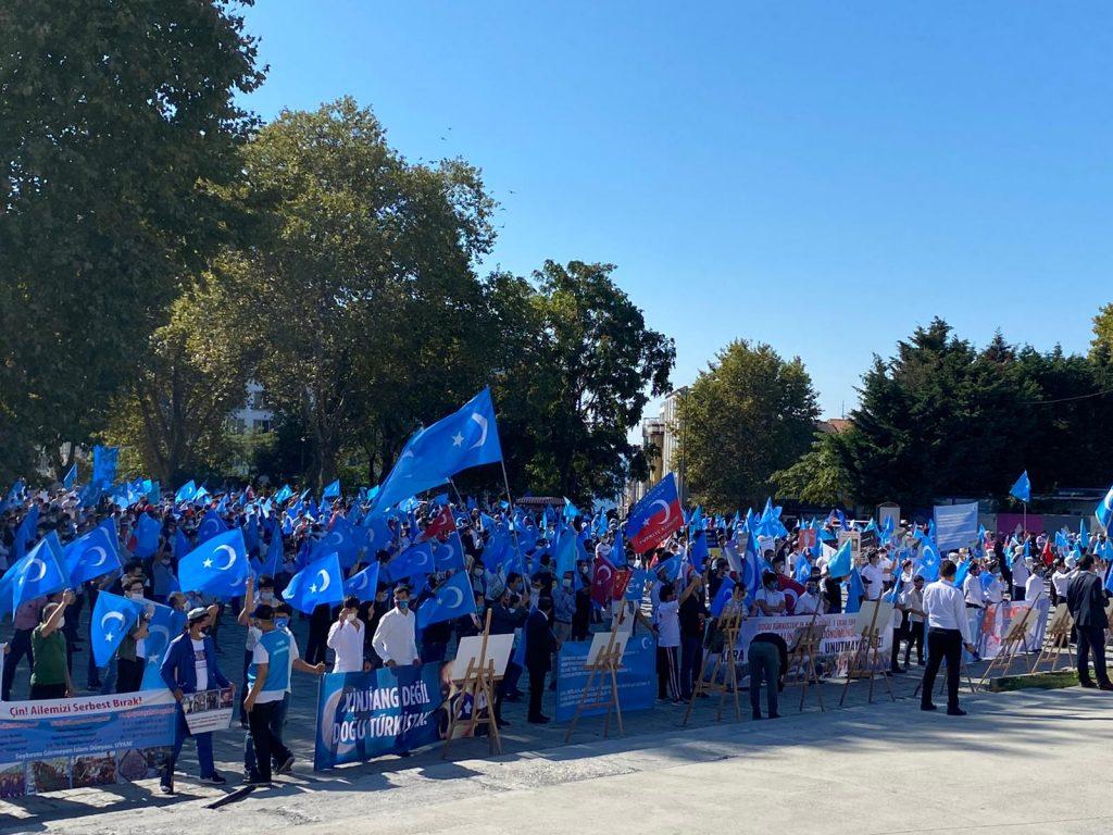 istanbuldiki-Uyghurlar-Hitaygha-karshi-namayish-ve-Ahbarat-elen-qilish-paaliyeti-elip-bardi-017-1024x768 İstanbul'da Doğu Türkistanlılardan Çin işgaline tepki
