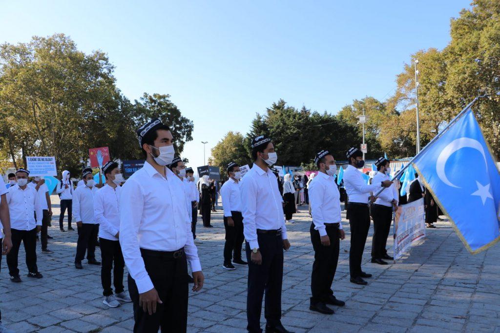 istanbuldiki-Uyghurlar-Hitaygha-karshi-namayish-ve-Ahbarat-elen-qilish-paaliyeti-elip-bardi-026-1024x683 İstanbul'da Doğu Türkistanlılardan Çin işgaline tepki