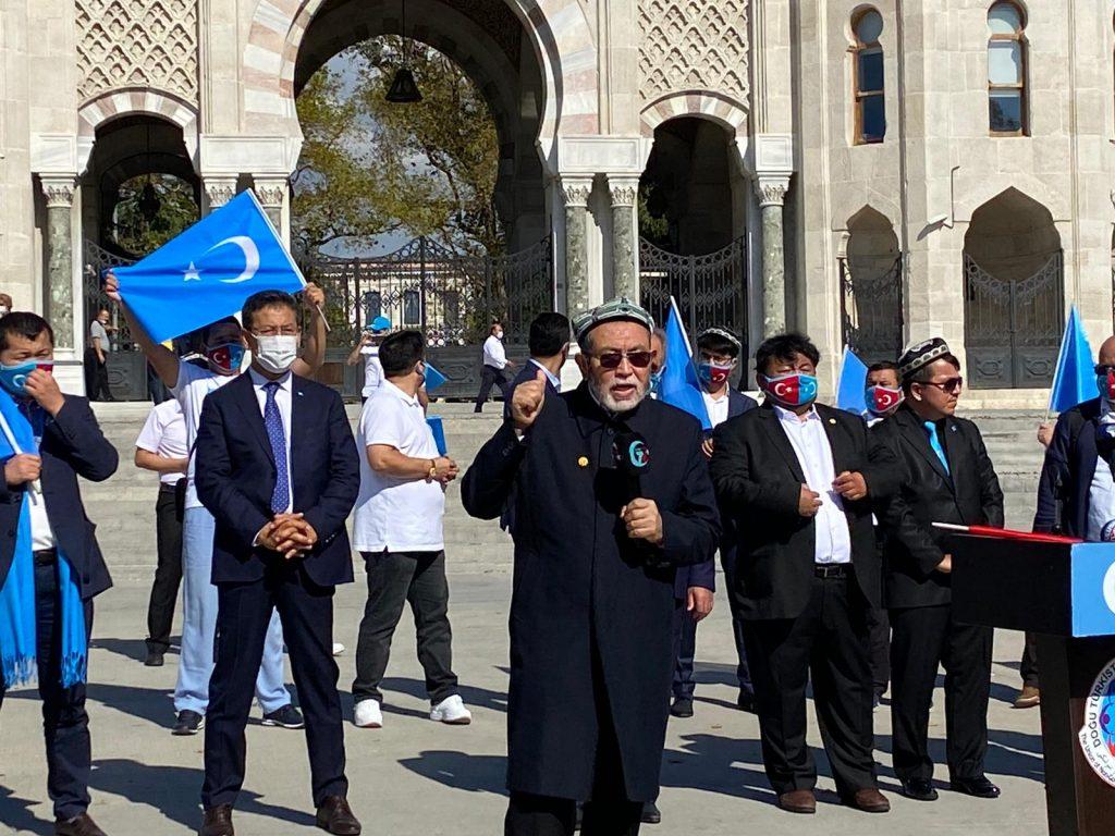 istanbuldiki-Uyghurlar-Hitaygha-karshi-namayish-ve-Ahbarat-elen-qilish-paaliyeti-elip-bardi020-1024x768 İstanbul'da Doğu Türkistanlılardan Çin işgaline tepki