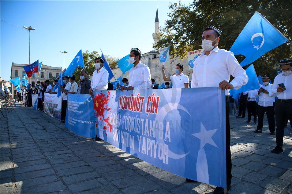 thumbs_b2_727847805a00dfa8d1bf17ade345a42a İstanbul'da Doğu Türkistanlılardan Çin işgaline tepki